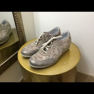 Mobils by Mephisto gold leather sneakers 10